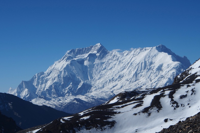 High peaks seen from Thorong La