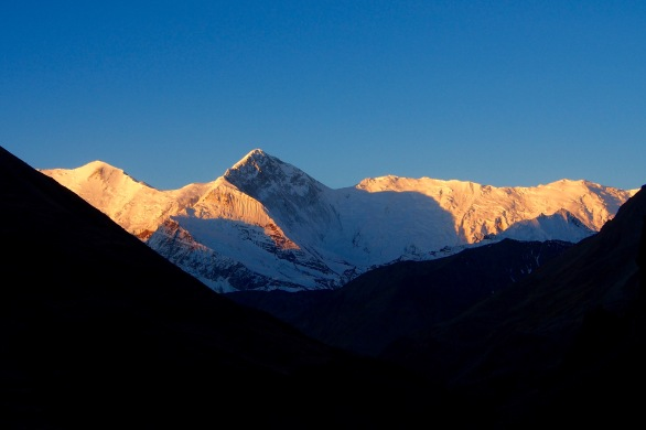 Early morning light on the approach to Thorong La