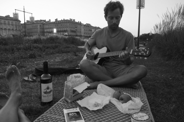 Bordeaux picnic by the river