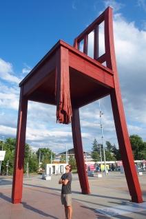 The Broken Chair in Geneva