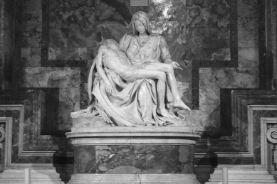 Michelangelo's Pietà that sits in St. Peter's Basilica